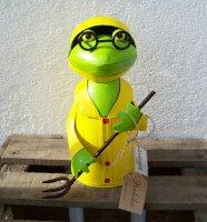 Zaunhocker Frosch mit Harke